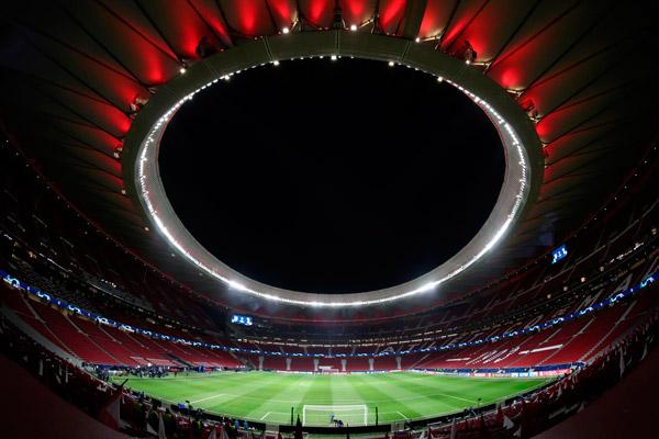 Vista nocturna del estadio Wanda Metropolitano