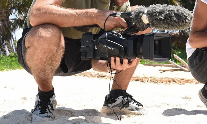 Camcorder 4K PXW-Z190 de Sony en la playa durante la grabación de Supervivientes