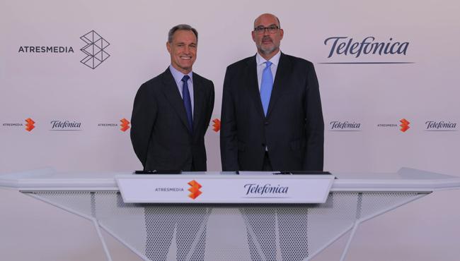 Silvio González y Emilio Gayo en el momento en el que se anuncio el acuerdo entre Atresmedia y Telefónica
