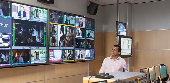 El responsable técnico Gerardo Cabrera en continuidad de 8madrid TV