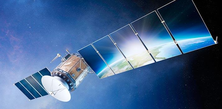 Imagen de un satélite en órbita sobre el planeta Tierra