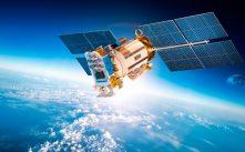 Imagen recurso de un satélite sobrevolando un océano