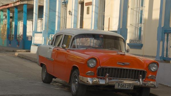 Calle Baracoa. Cuba. Curva CanonLog3 BT2020. 3840x2160 160 Mbps VBR. YUV 4:2:2 10 bits. 25P fps. 180º.Focal 32,9mm T 5.6 1/3. 6450 Kº. ND 1/16(ND1.2) Ganancia 2.5Db. DaVinci ACES cct IDT CanonC200CanonLog3DaylightRec.709 ODT Rec.709.