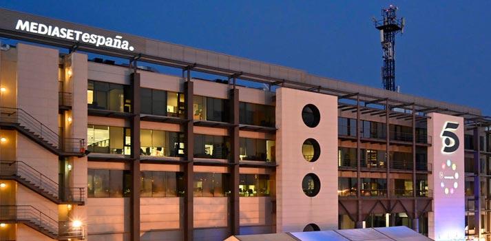 Oficinas de Mediaset España vista nocturna