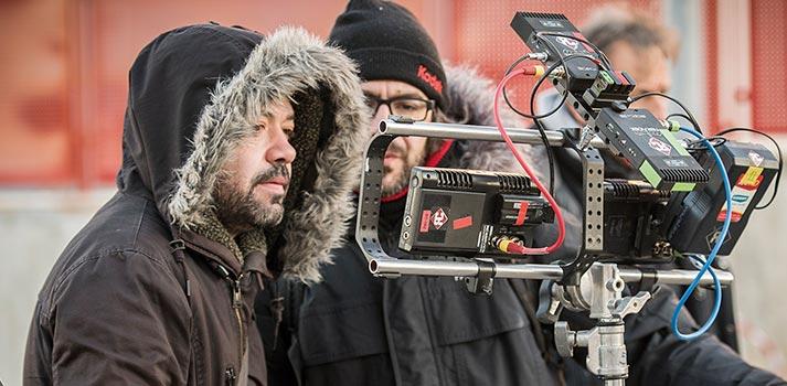 Jesús Colmenar, Director, revisando imagen durante la grabación de La Casa de Papel