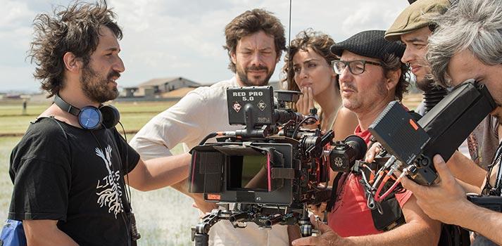 Actores y actrices de El Embarcadero durante el rodaje de la ficción