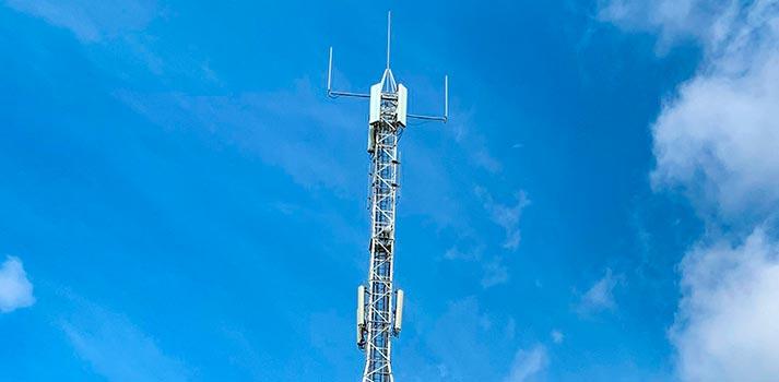 Detalle de torre telecomunicaciones Aotec y Telxius
