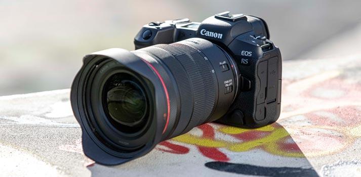Cámara fotográfica de Canon EOS R5 - Fotografía lifestyle exterior
