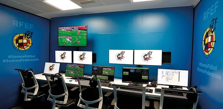 Sala de videoarbitraje VAR ubicada en las instalaciones de la RFEF de Las Rozas