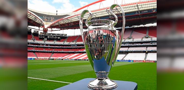 Trofeo de la UEFA Champions League en un estadio (Foto Mediapro)