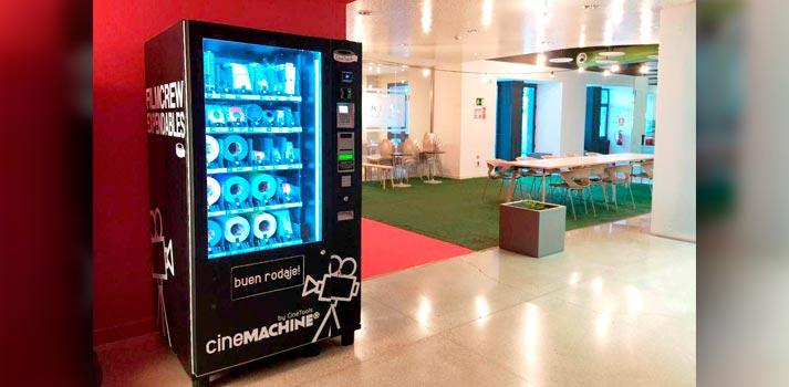 Máquina de vending Cinemaching de Cinetools instalada en el vestíbol del Parc Audiovisual de Catalunya