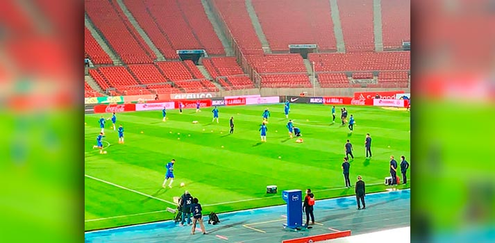 Calentamiento durante un encuentro de fútbol producido por Mediapro Chile