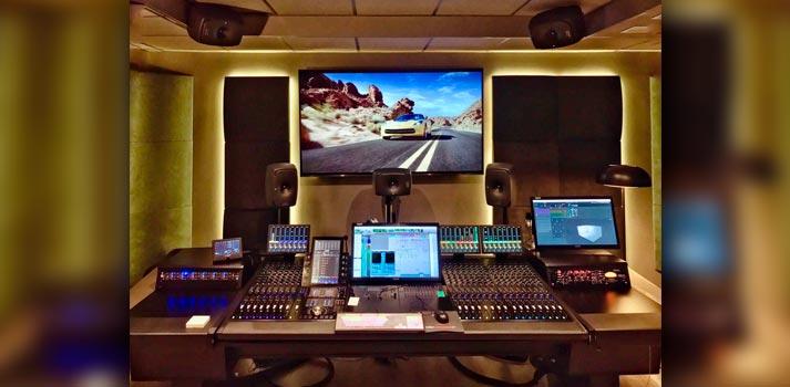 Sala de edición con sistema Dolby certificado ubicada en los Estudios Drago del grupo Secuoya