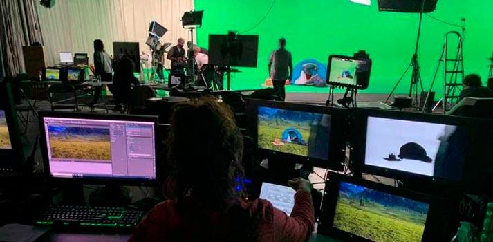 Plató de realidad aumentada con escenarios generados por Brainstorm - Aquí la Tierra de RTVE