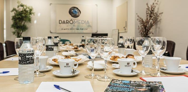 Mesa de uno de los Desayunos TM Broadcast organizados por Daro Media Group
