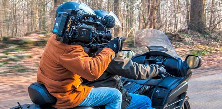 Cámara retransmitiendo en un entorno rural en movimiento con equipos de Aviwest