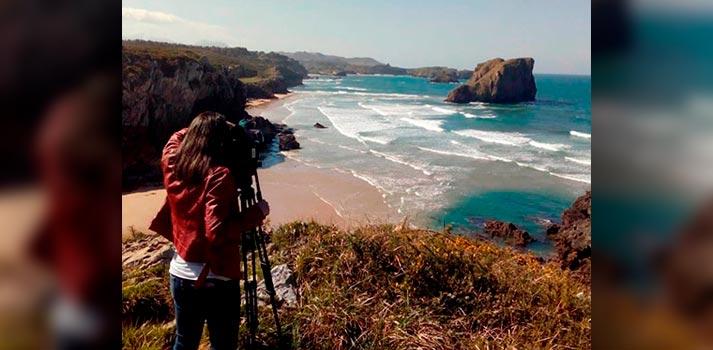 Cámara de Videoreport (grupo Mediapro) cubriendo informacion en Asturias de la mano de TPA
