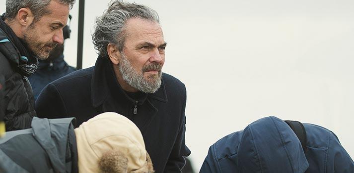 José Coronado durante el rodaje de 'Vivir sin Permiso', una producción de Alea Media