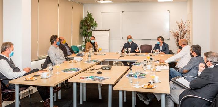 Asistentes a la primera reunión semipresencial de AFDAE, Asociación de Fabricantes y Distribuidores del Audiovisual en España