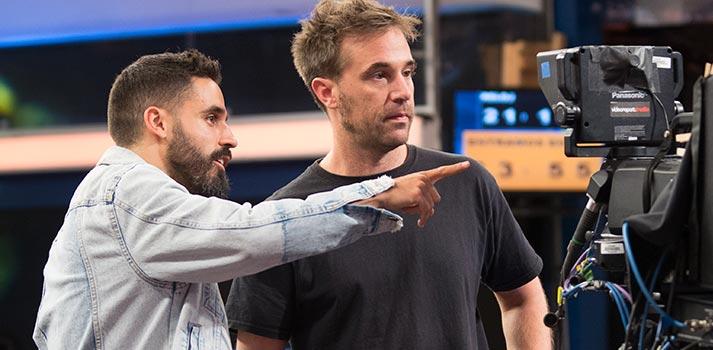 David Fernández (izq.) y Pablo Palomo (der.), responsables técnicos de El Hormiguero 3.0 en acción